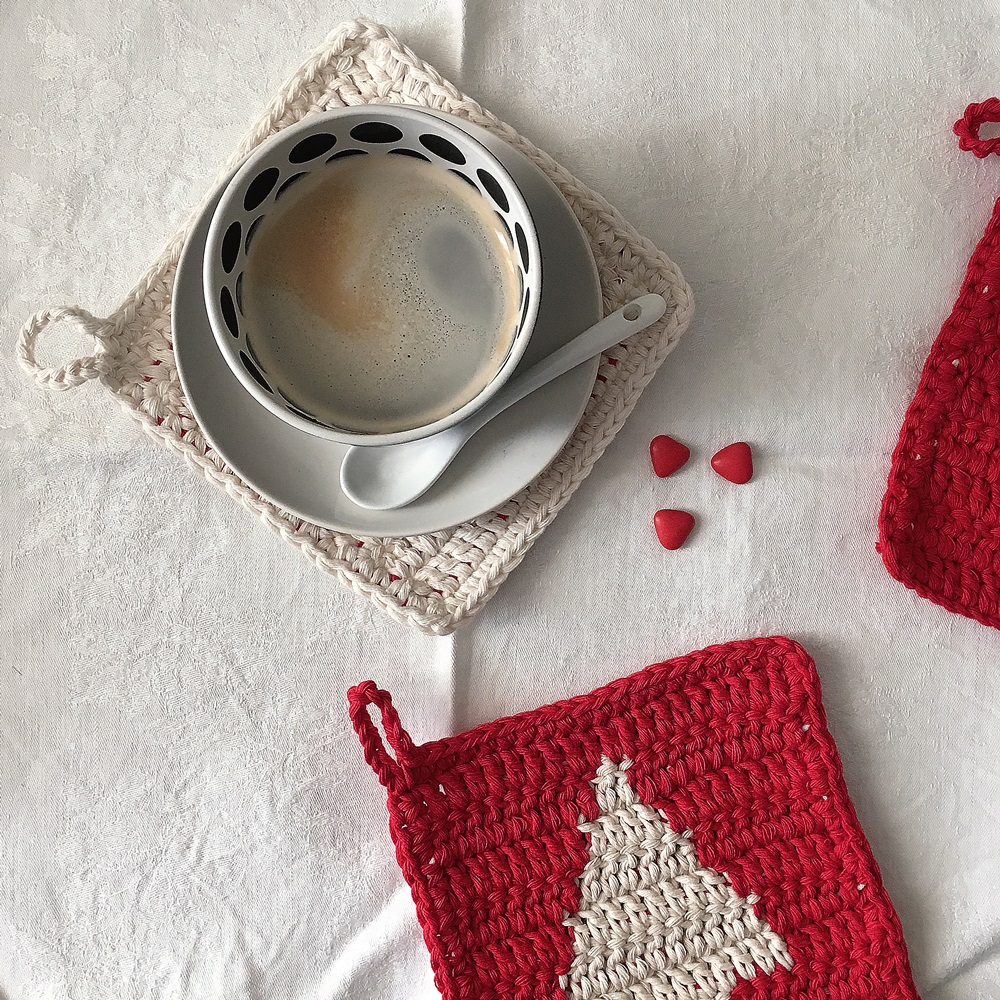 Christmas crochet pot holders to be used as coasters: bettaknit